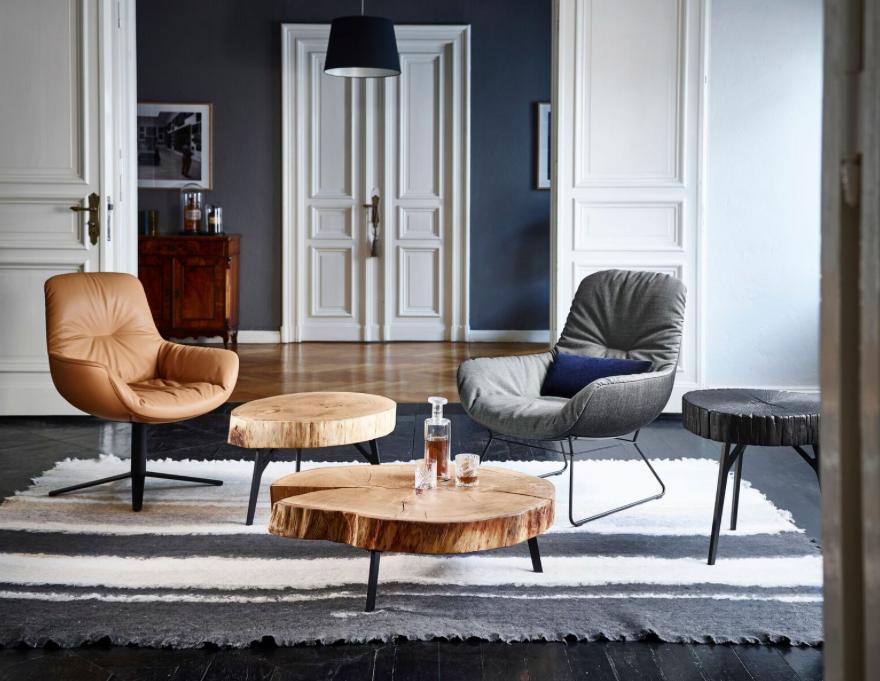 Diseño de Interiores - Silla y poltrona de Freifrau y mesas de Janua Mobel - Importado en México por UHD