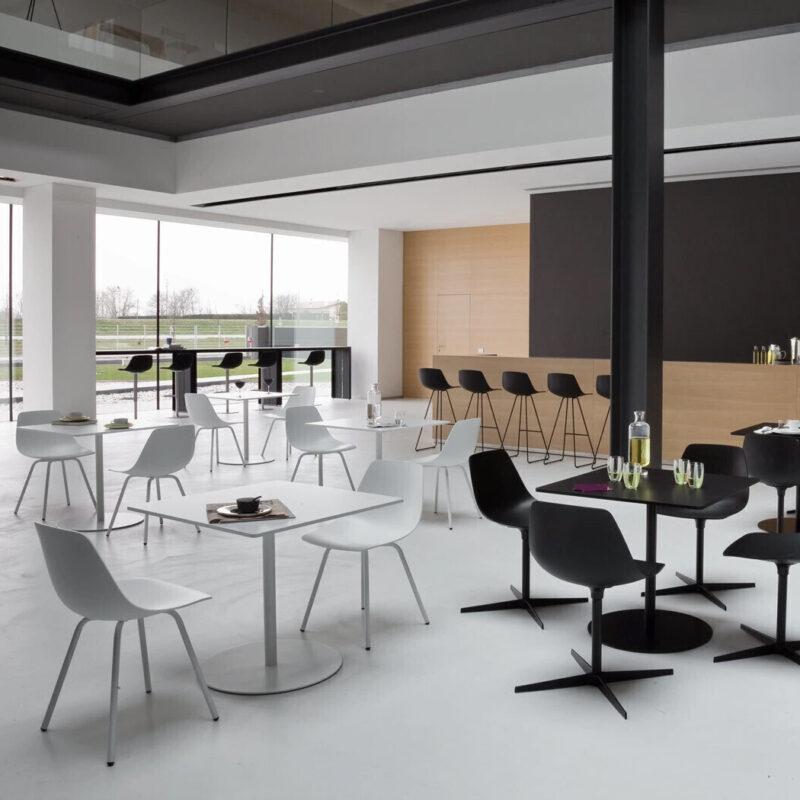 Lapalma Café - mesas Brio y sillas Seela para Restaurante